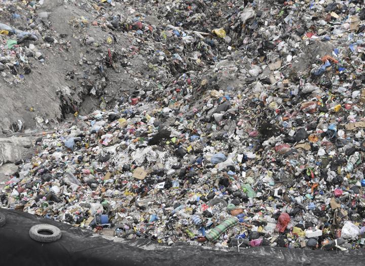 Resultado de imagen para la basura sigue en la paz alpacoma